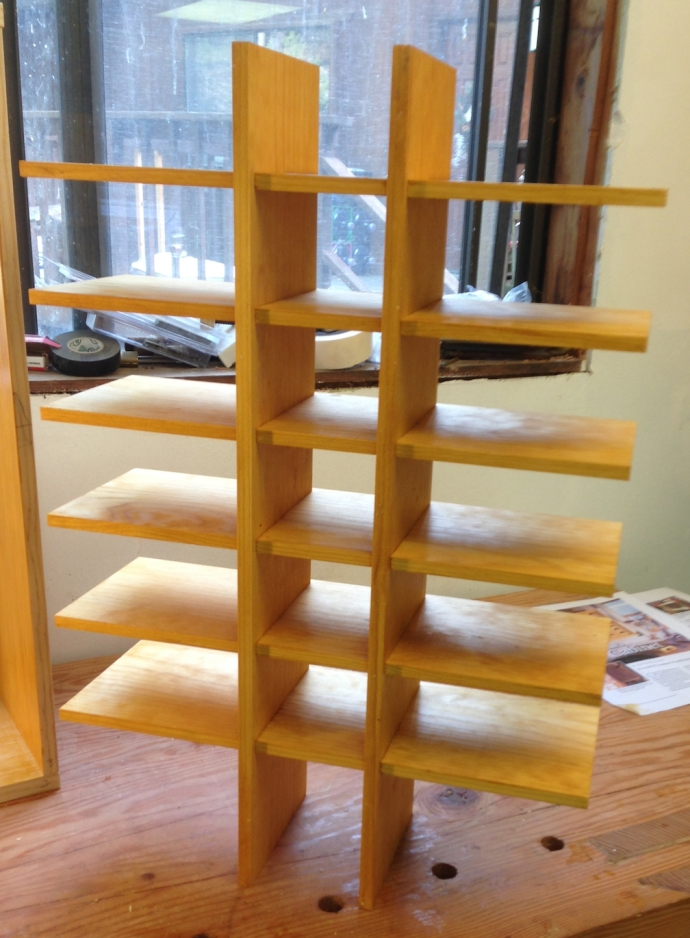 Egg crate dividers for shelf supports