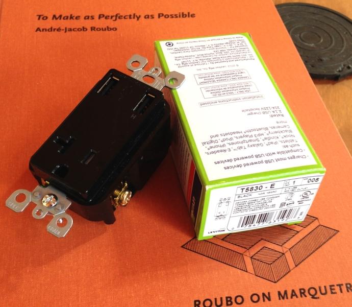 Leviton T5830-E plug