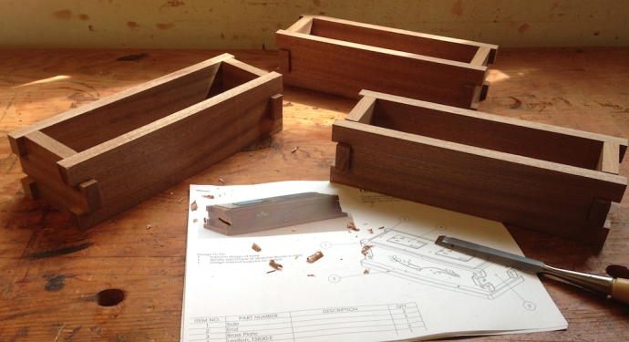 """Finally I laid out the fingers for the joints, 1"""" on the ends and 3/4"""" wide on the sides.  I cut them close and pared them to fit, everything is nice and tight."""
