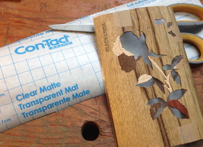 Low-tac clear shelf paper